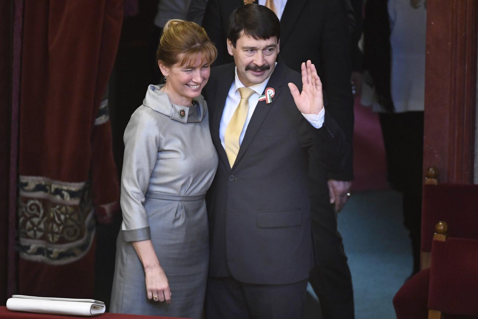 Na prezydenta Węgier ponownie wybrano Janosa Adera. Fot. PAP/EPA/SZILARD KOSZTICSAK
