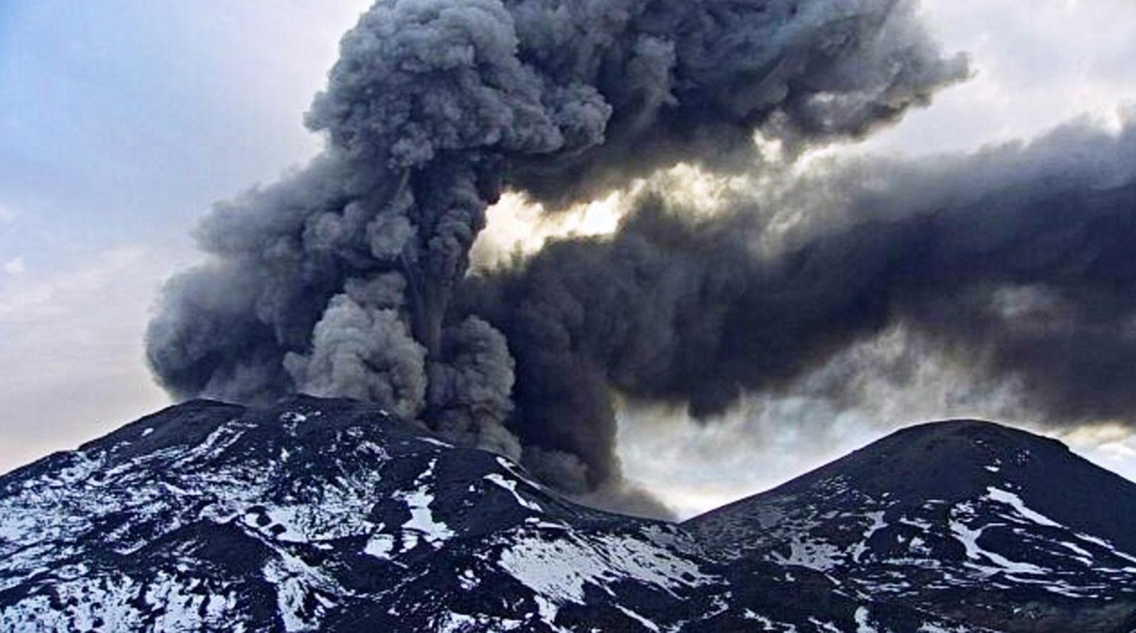 Erupcja wulkanu Chillan w regionie Bio Bio, Chile.