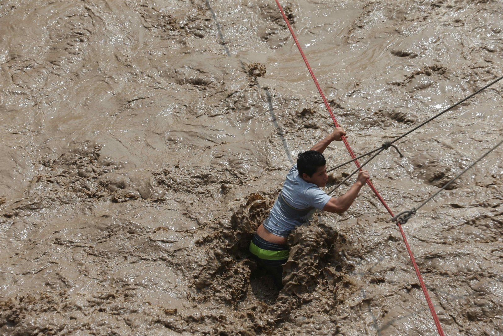 Wylew rzeki Rimac i Huaycoloro w Limie, Peru. Fot. PAP/EPA/Ernesto Arias