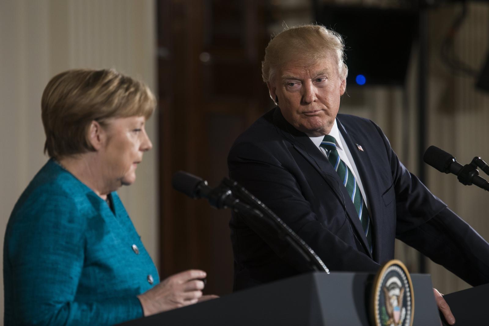Prezydent USA Donald Trump spotkał się z kanclerz Niemiec Angelą Merkel. Fot. PAP/EPA/JIM LO SCALZO