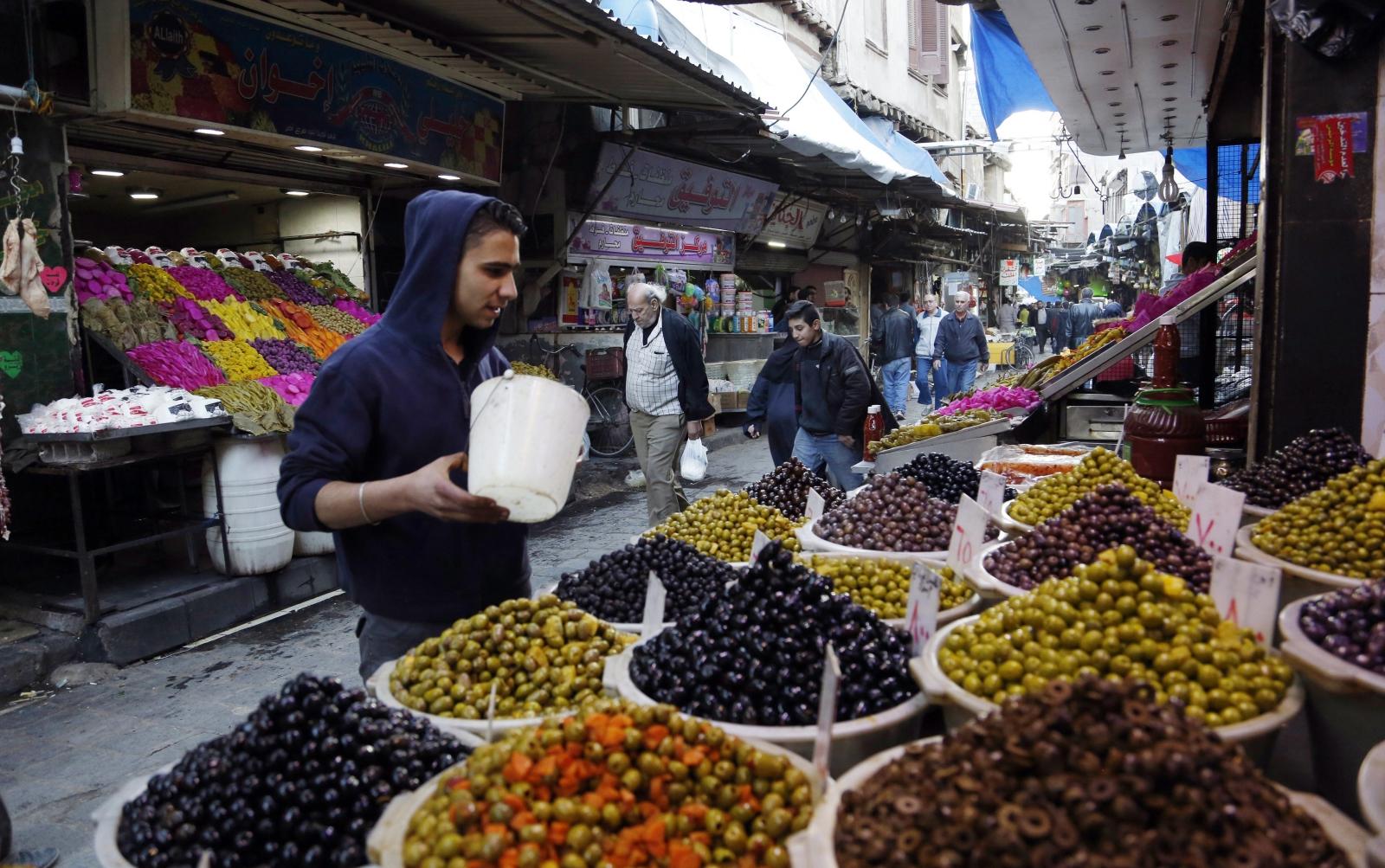 Syryjscy sprzedawcy na targu Bab Sreijeh w Damaszku.