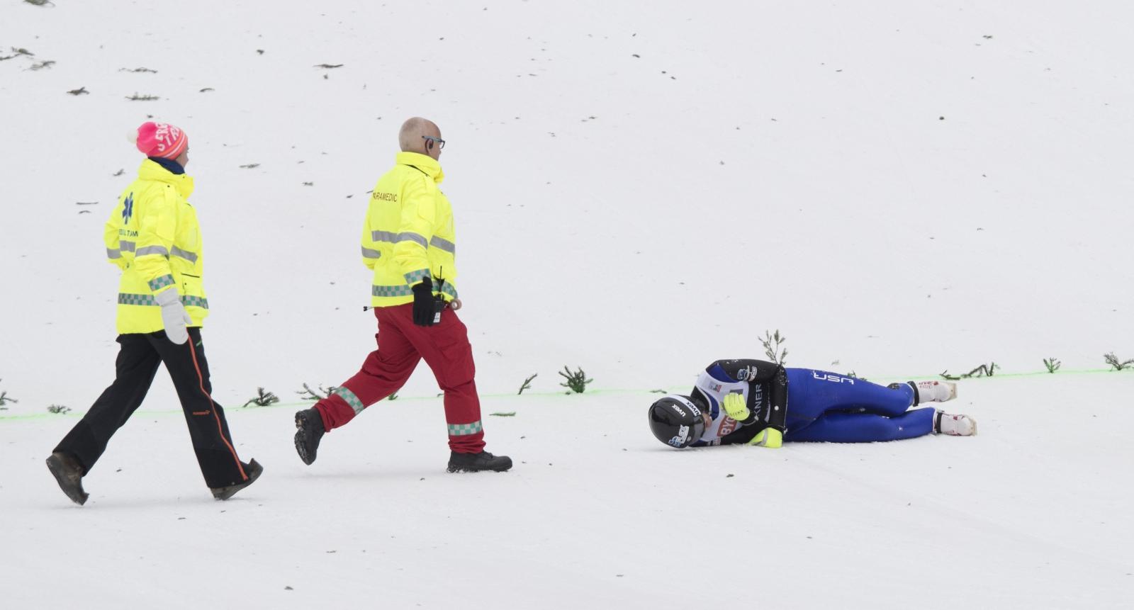 Upadek Kevina Bicknera z USA w czasie skoku na skoczni w Vikersund.