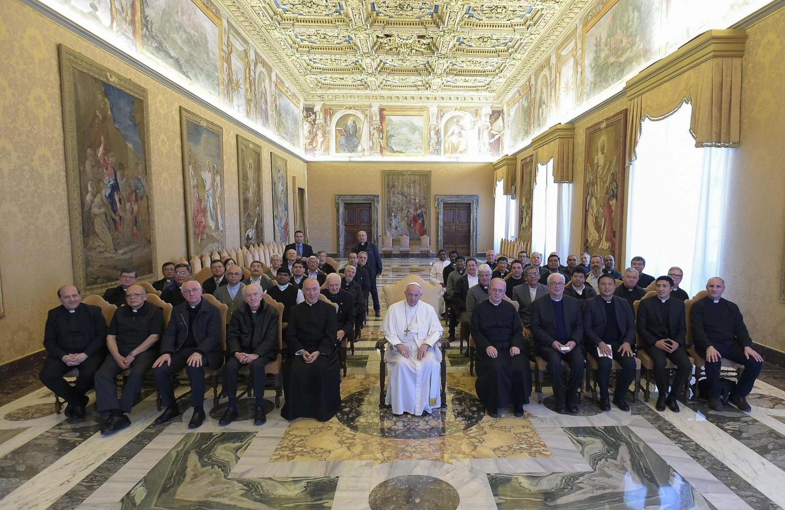 Spotkanie papieża Franciszka z ojcami somaskimi. Fot. PAP/EPA/L'OSSERVATORE ROMANO
