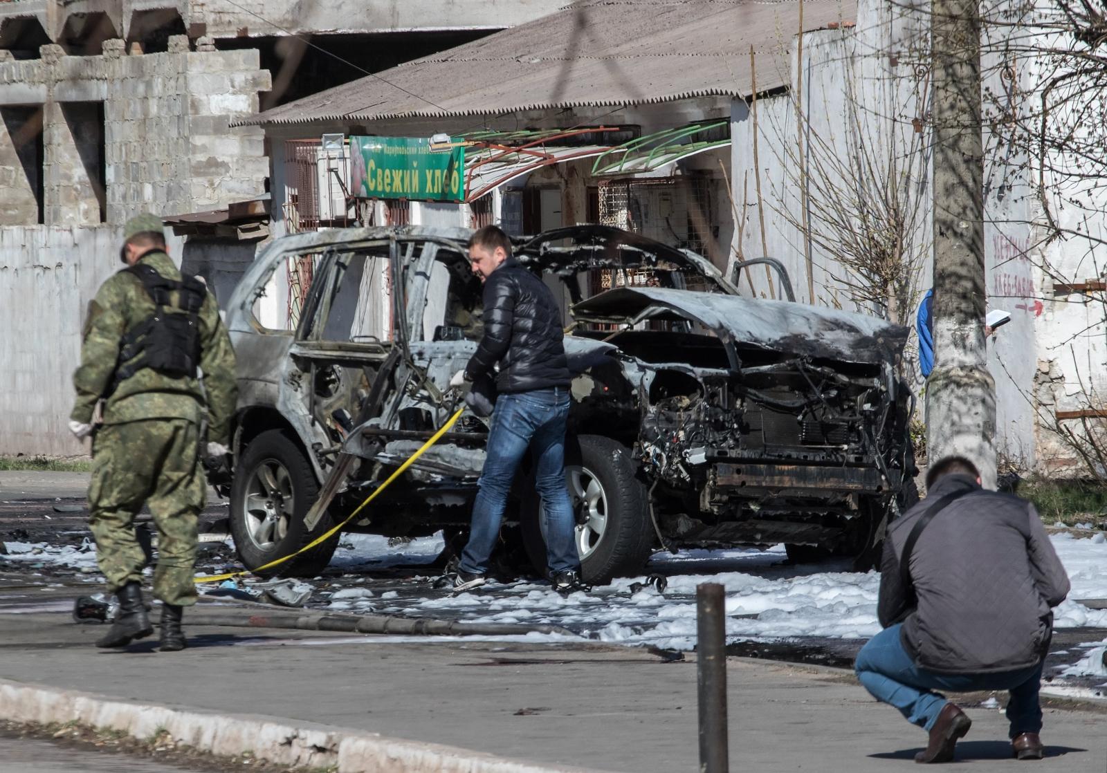Wybuch samochodu na Ukrainie. Fot. PAP/EPA/SERGEY VAGANOV