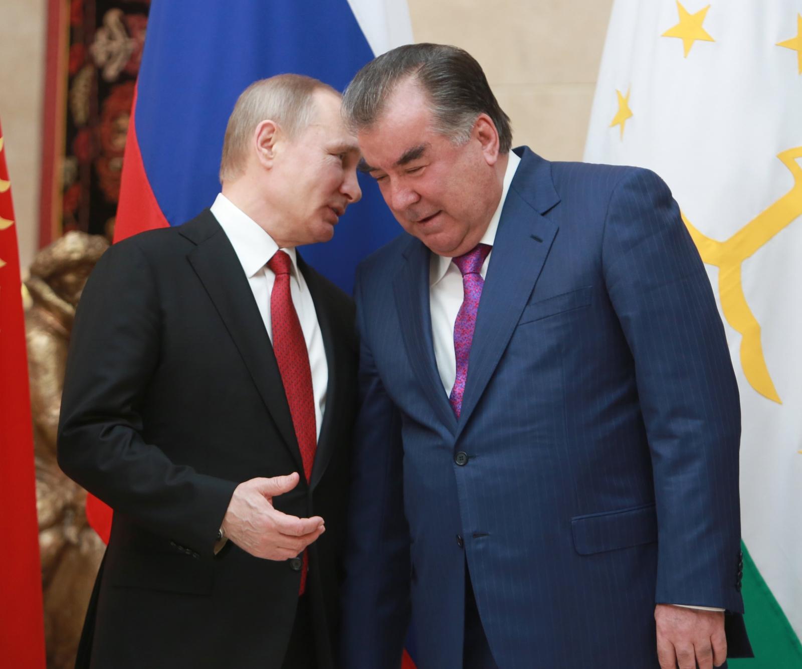 Prezydent Rosji Władimir Putin i prezydent Tadżykistanu Emomali Rachmon uczestniczyli w spotkaniu Rady Bezpieczeństwa w  Kirgistanie. Fot. PAP/EPA.