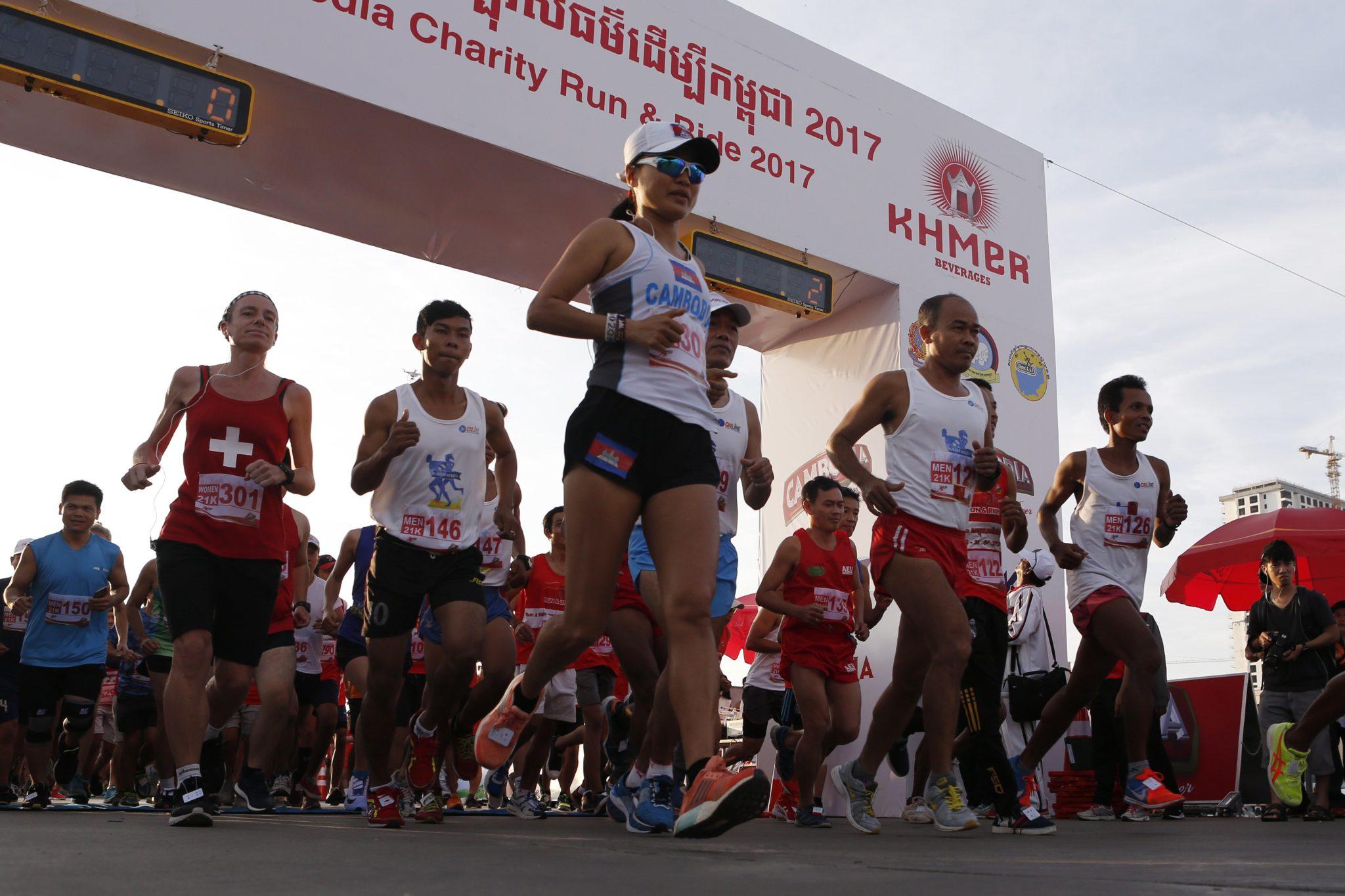 Kambodża: charytatywny maraton w Phnom Pen (foto. PAP/EPA/KITH SEREY )