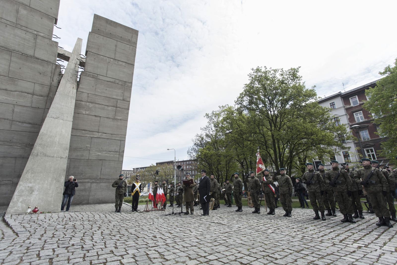 Wrocław: obchody Dnia Sybiraka, zorganizowane przez Związek Sybiraków by upamiętnić ofiary wywózki Polaków na Syberię. Fot. PAP/Aleksander Koźmiński
