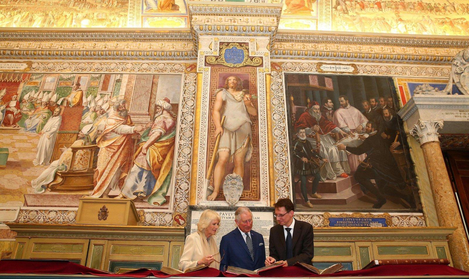 Książę Karol i jego żona Kamila w Watykanie.