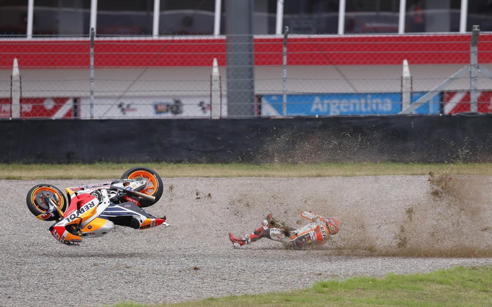 Upadek hiszpańskiego rajdowca Marca Marqueza w czasie Argentyńskiego Grand Prix Moto GP.