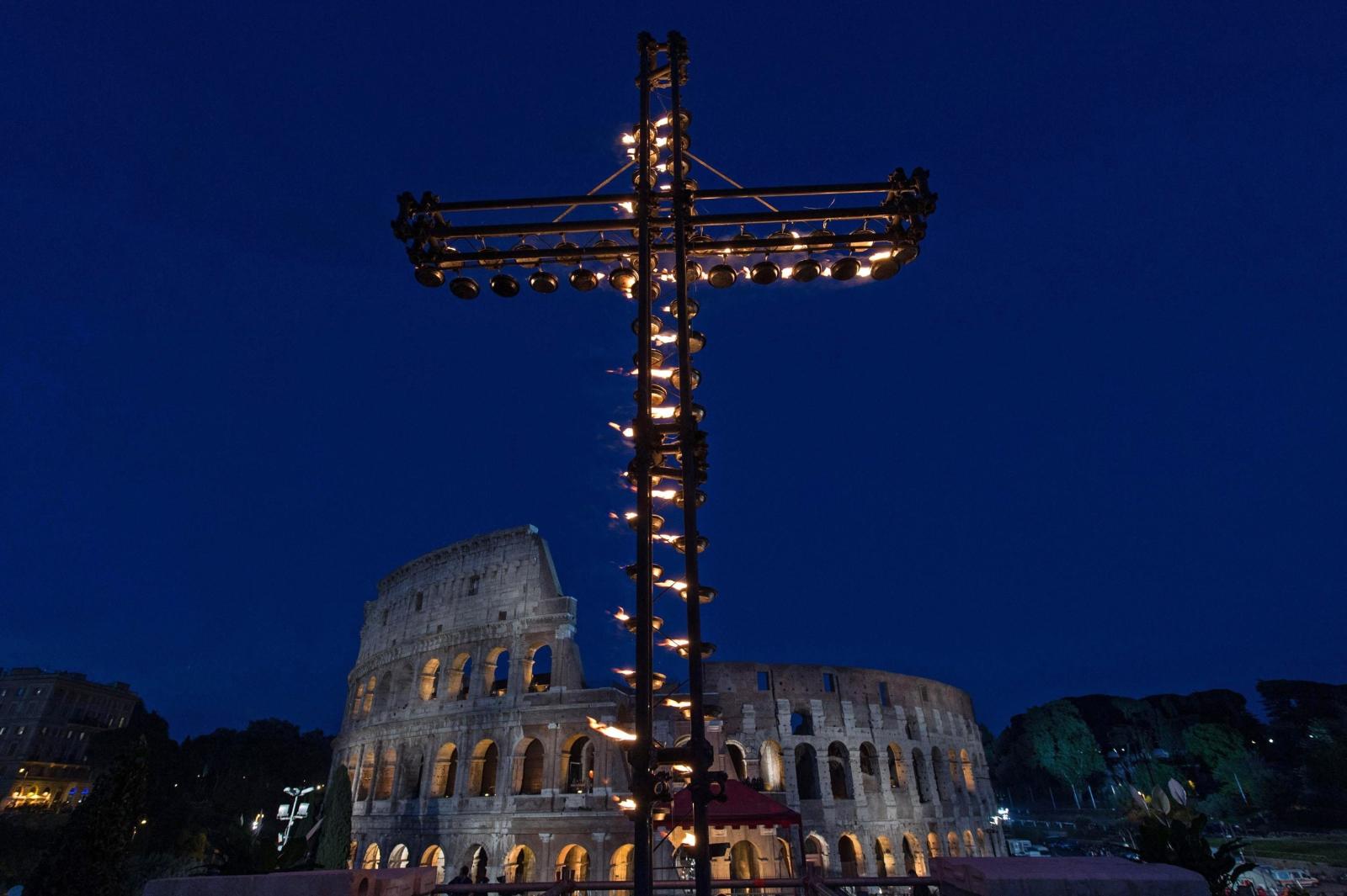Rzym: Droga Krzyżowa. fot. EPA/Giorgio Onorati