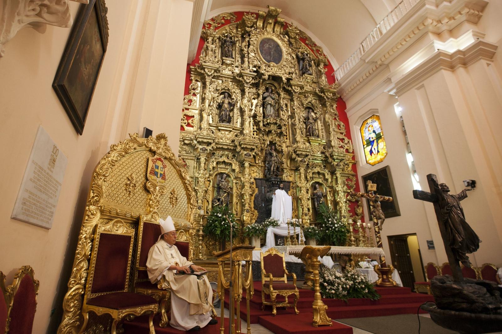 Kardynał z Hondurasu Oscar Andres Rodriguez w czasie Mszy Zmartwychwstania w Bazylice św. Michała Archanioła w Tegucigalpa, Honduras.