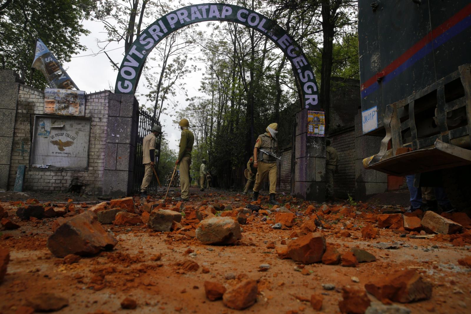 Protesty studentów w indyjskim Kaszmirze.