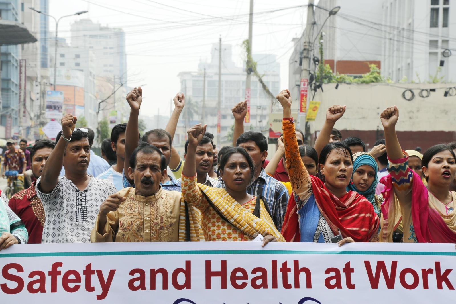 Bangladesz: marsz o bezpieczne i higieniczne warunki pracy. Fot. PAP/EPA/ABIR ABDULLAH
