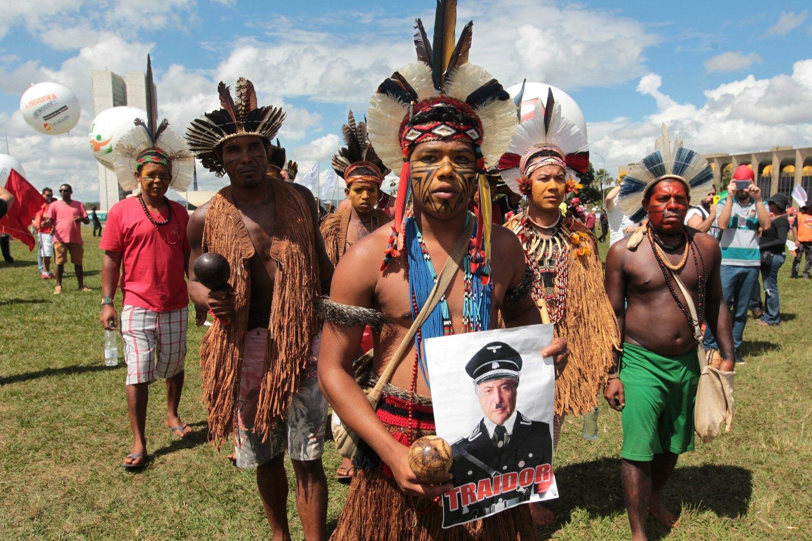 Brazylia: w stolicy kraju protesty przeciwko zmianom w prawach do ziemi i reformom pracy. Fot. PAP/EPA/Joedson Alves