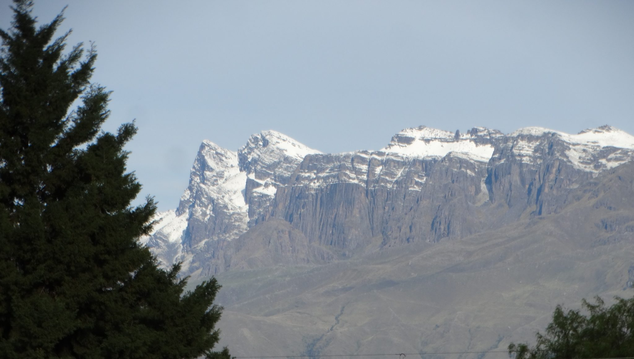Widok z mojego okna na ośnieżone góry