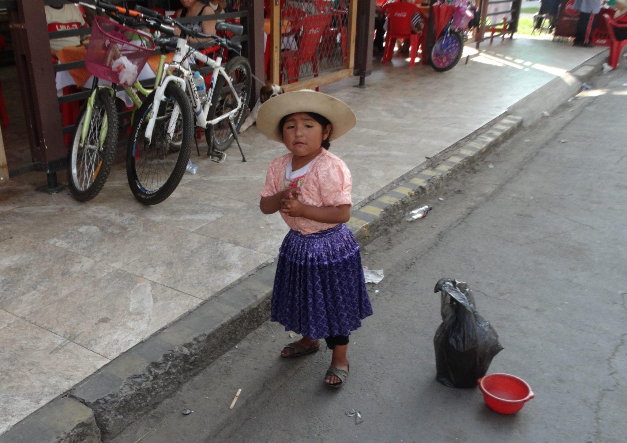 Dziecko żebrzące na ulicach Cochabamby