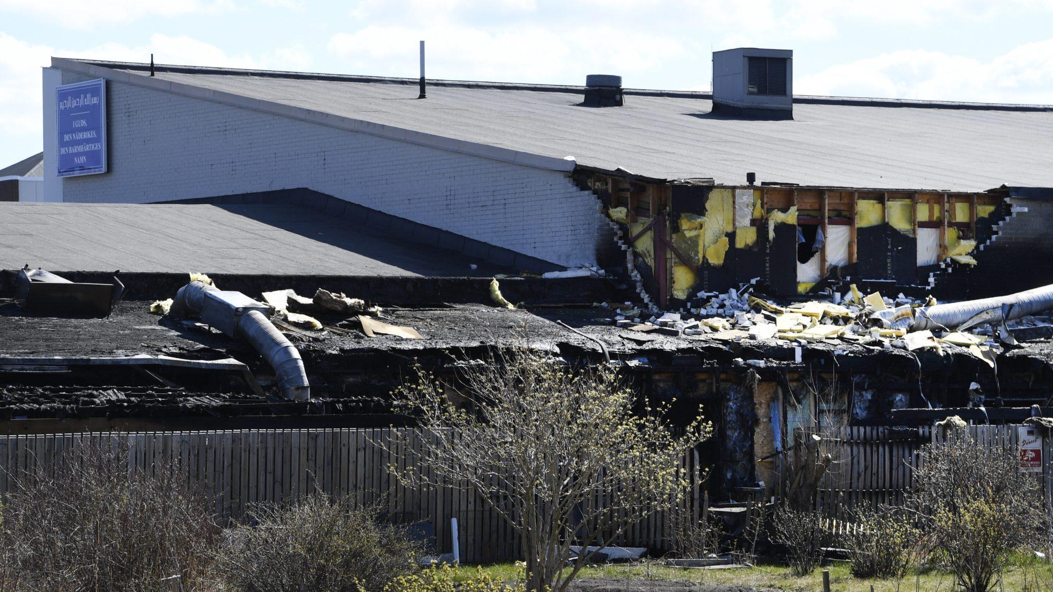 Szwecja: pożar meczetu w Sztokholmie (foto. PAP/EPA/Anders)