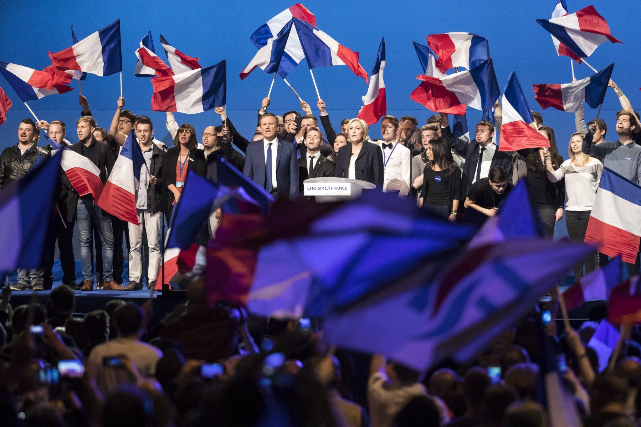 Francja: wiec wyborczy Marine Le Pen w Paryżu (foto. PAP/EPA/ETIENNE LAURENT)