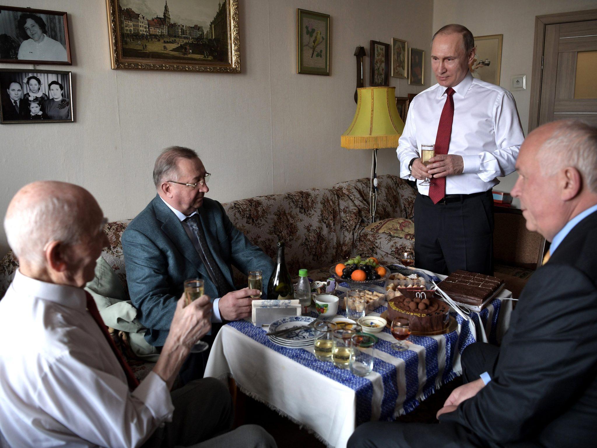 Rosja: prywatna wizyta prezydenta Władimira Putina u emerytowanego szefa KGB w Dreźnie (foto. PAP/EPA/ALEXEI NIKOLSKY)