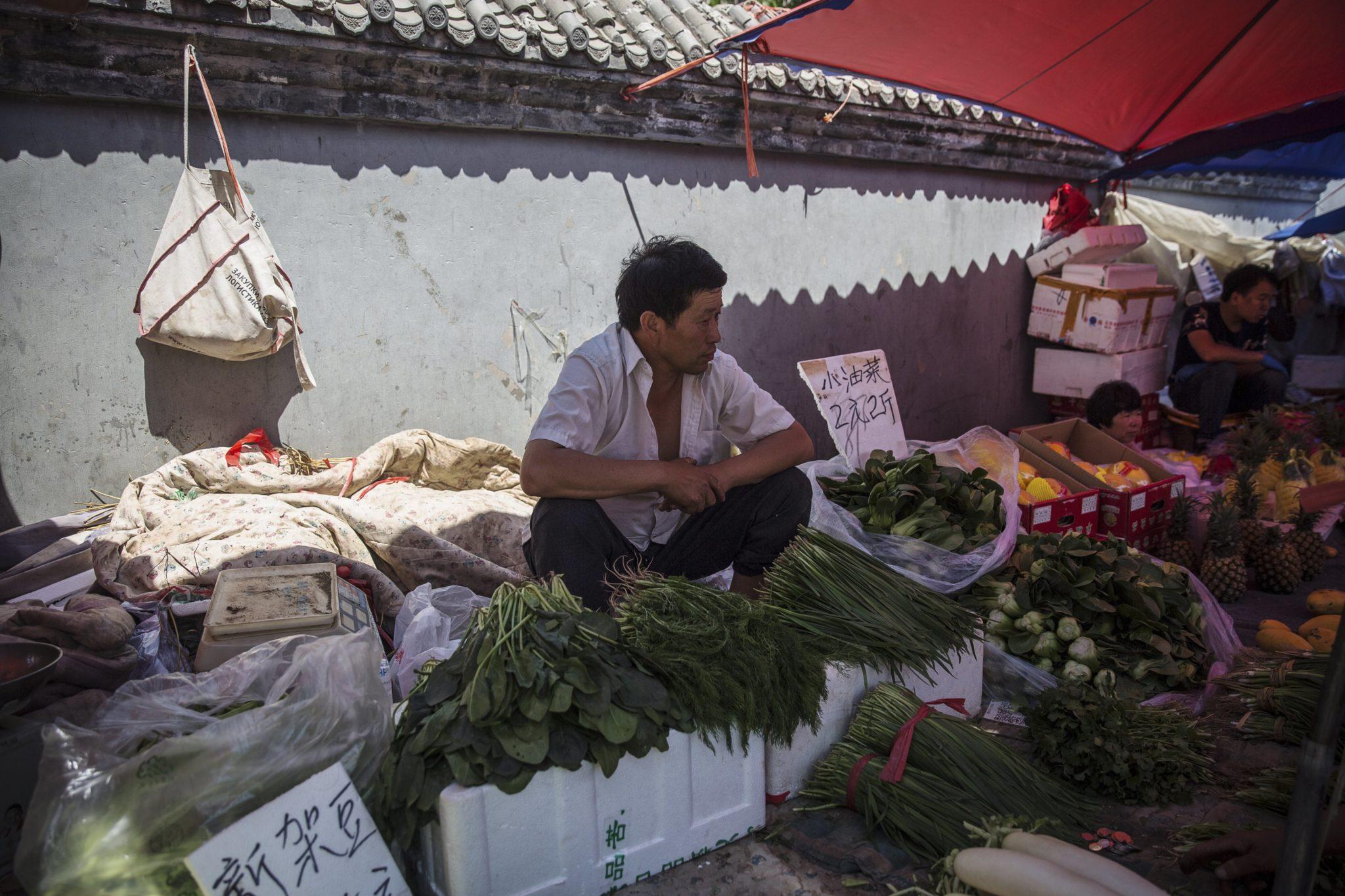Chiny: targ spożywczy w Pekinie (foto. PAP/EPA/ROMAN PILIPEY)