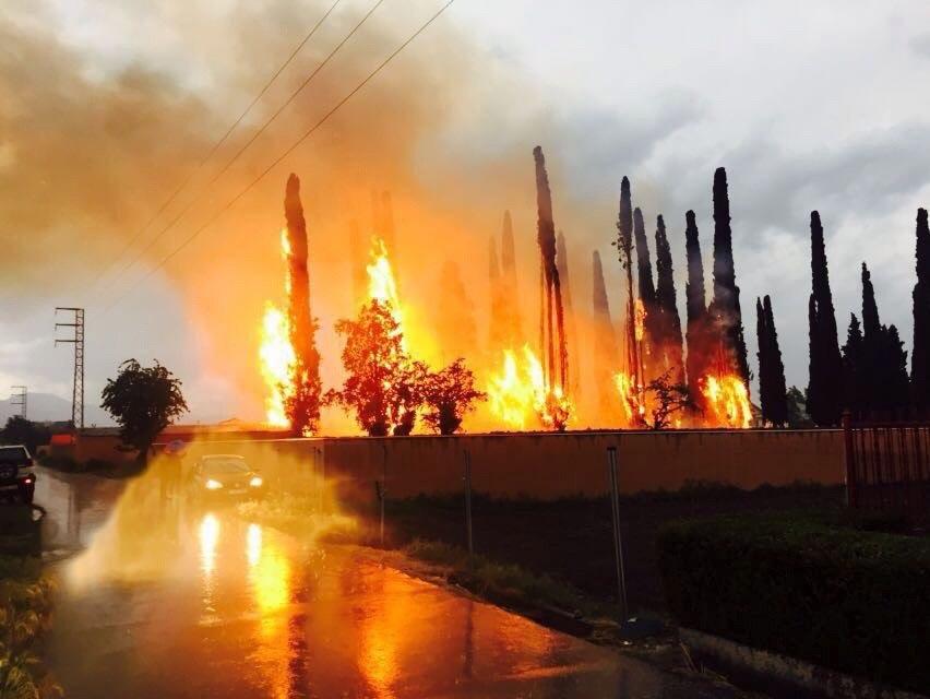 Hiszpania: pożar w okolicach Ponferady (foto. PAP/EPA/Ana F. Barredo)