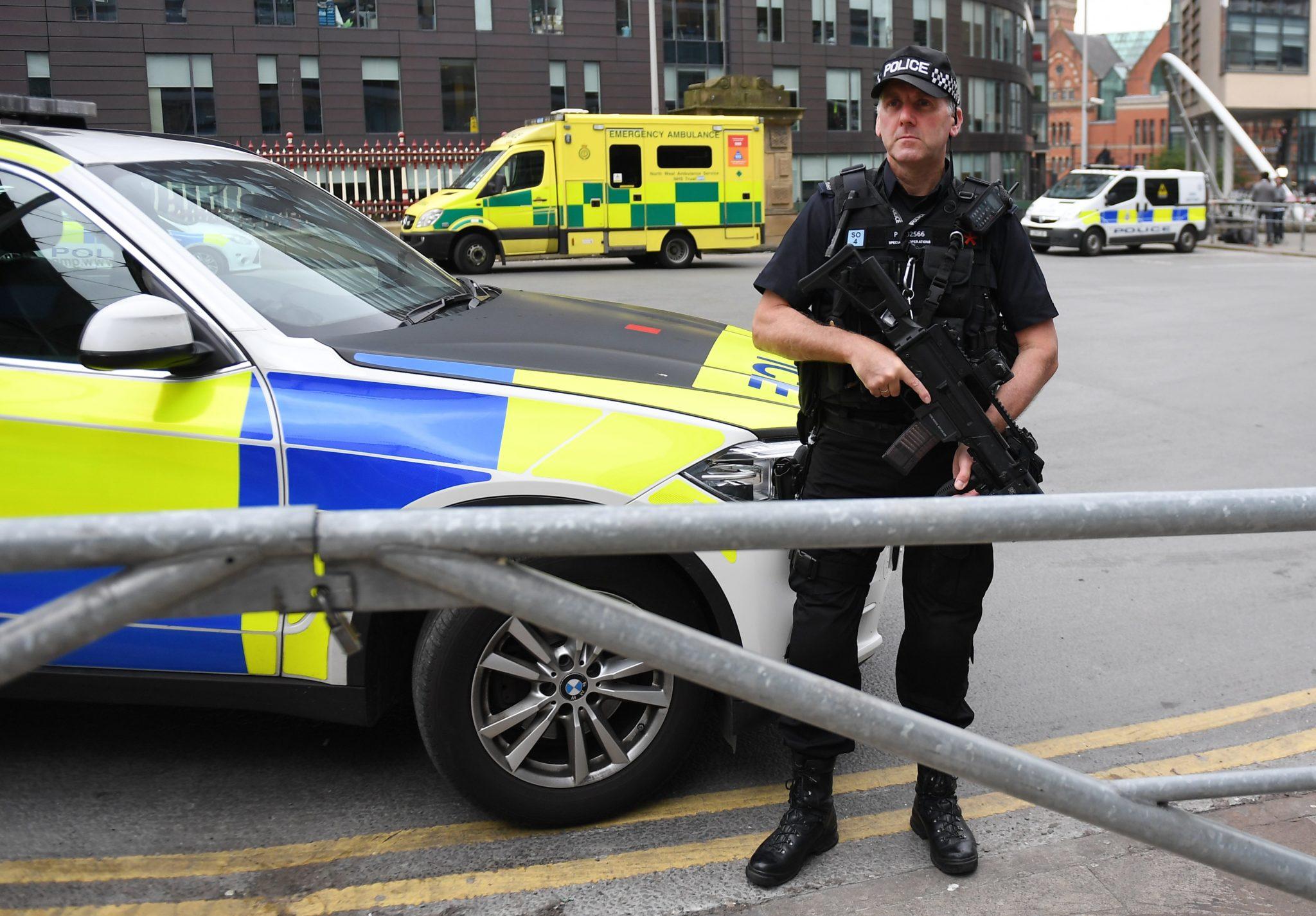 Wielka Brytania: miejsce zamachu terrorystycznego w Manczesterze, dzień po tragedii (foto. PAP/EPA/ANDY RAIN)
