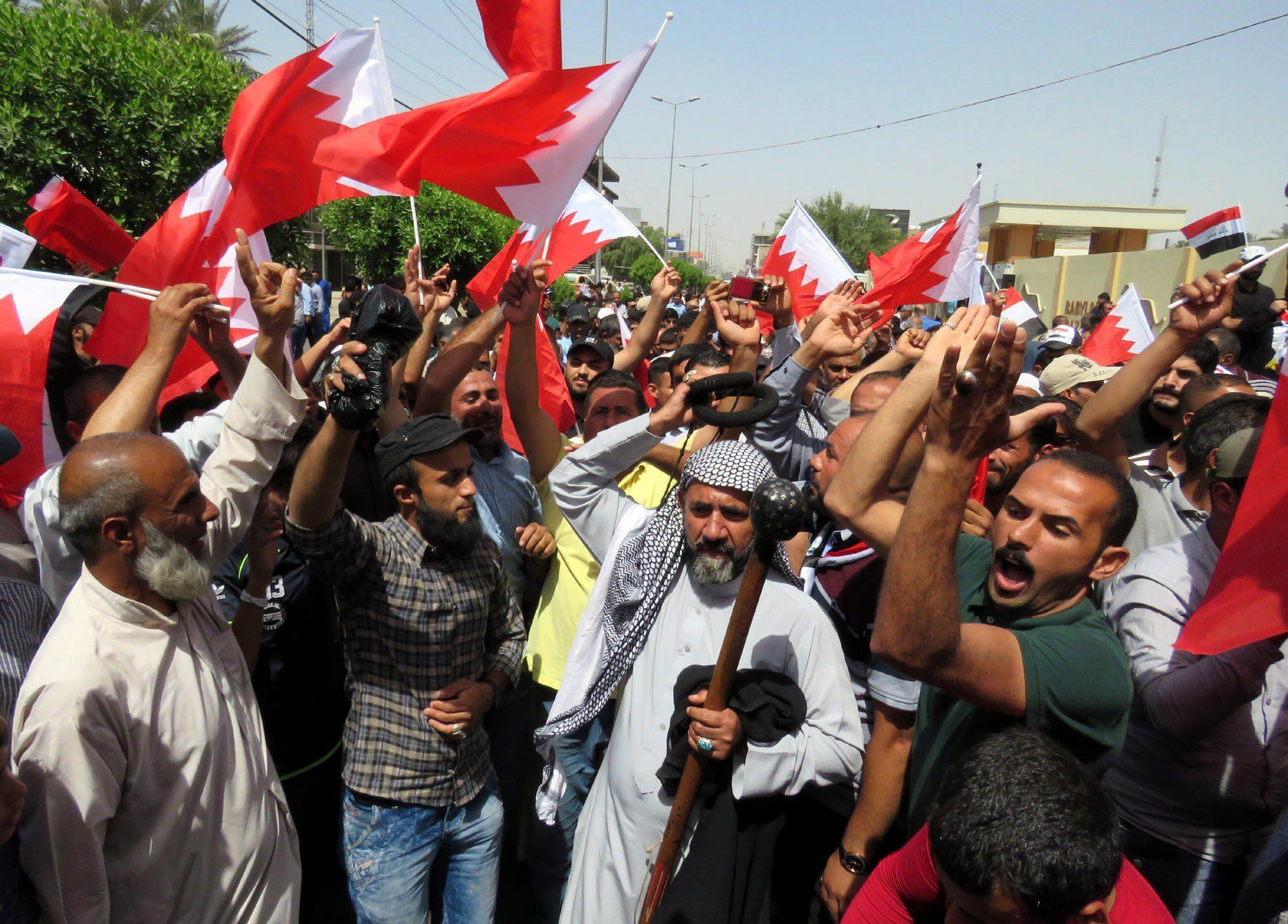 Irak: protest ludności cywilnej w Bagdadzie (foto. PAP/EPA/ALI ABBAS)