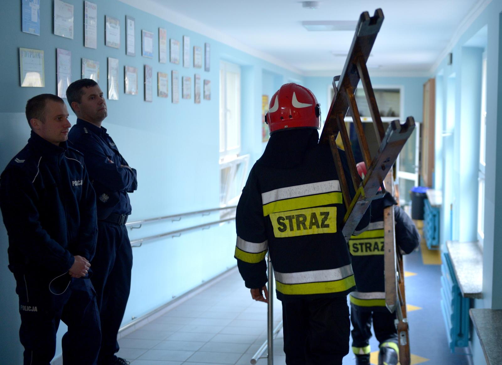 Podtrucie w szkole podstawowej w Mielcu. Fot. PAP/Darek Delmanowicz