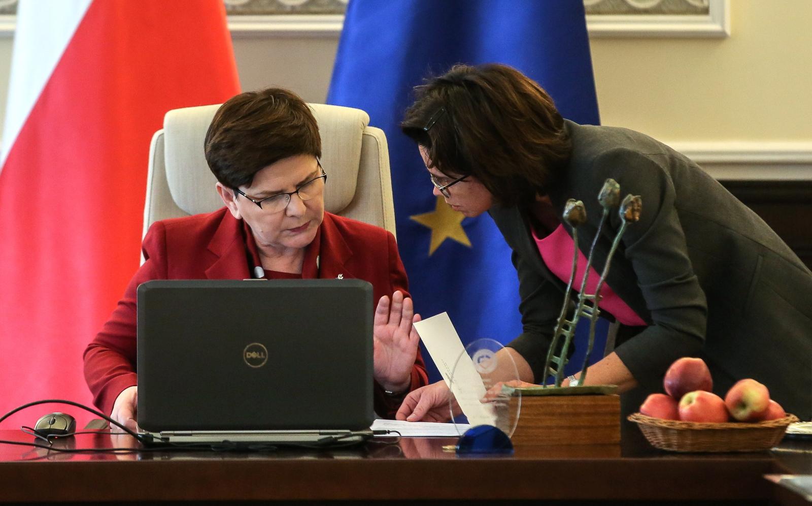 Beata Szydło podczas posiedzenia rządu. fot. PAP/Rafał Guz