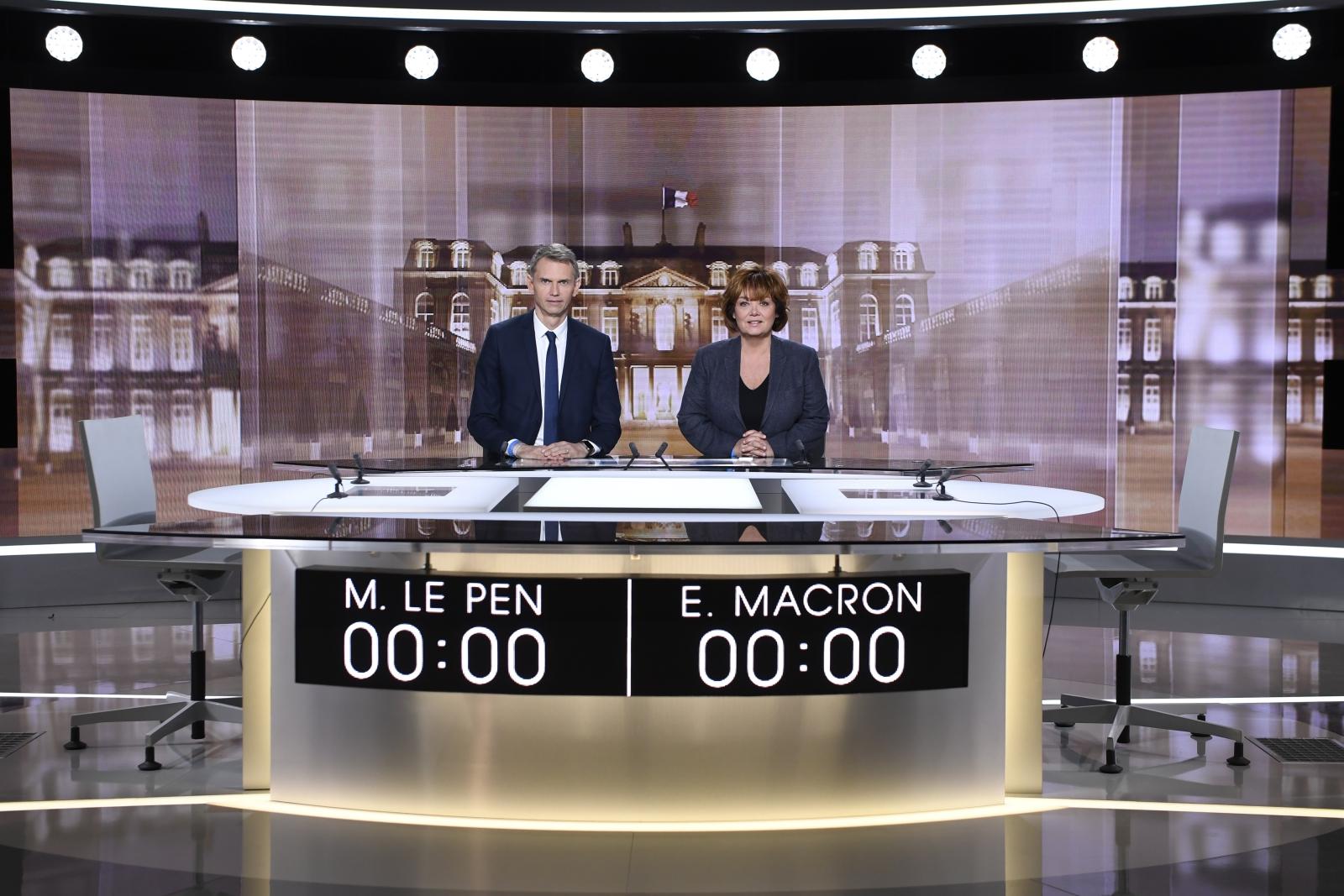 Debata kandydatów na prezydenta we Francji: Emmanuela Macrona i Marine Le Pen. Paryż. Fot. PAP/EPA/ERIC FEFERBERG / POOL