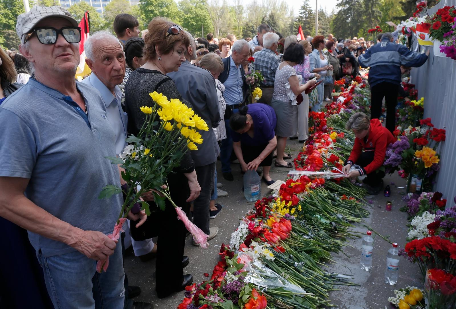 Trzecia rocznica tragedii w Odessie. Co najmniej 31 osób zmarło, gdy wybuchł pożar podczas starcia między pro-europejskimi i pro-rosyjskimi protestującymi w dniu 02 maja 2014 r. Fot. PAP/EPA/VALERII KVIT