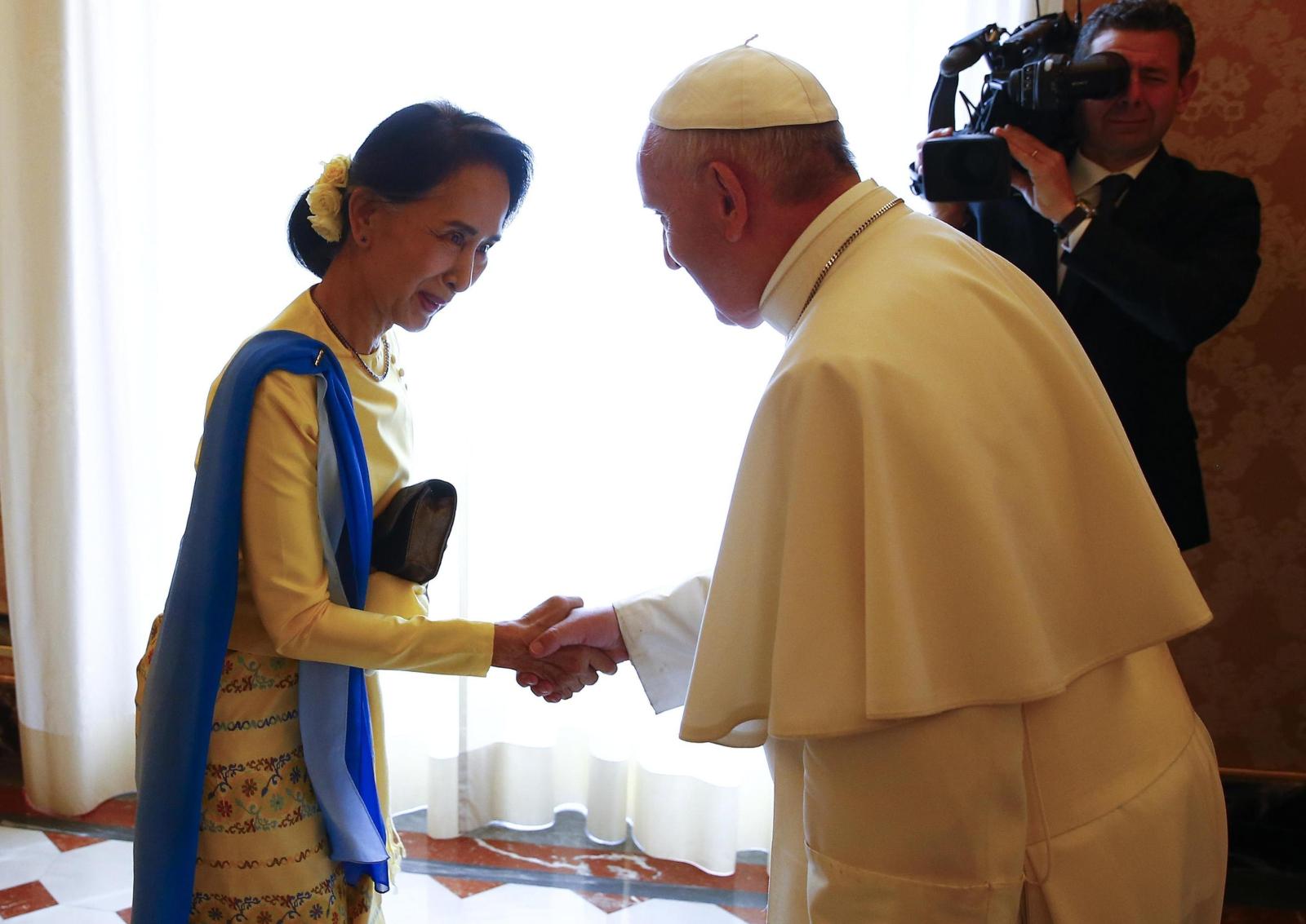 Watykan nawiązał stosunki dyplomatyczne z Mjanmarem. Fot. PAP/EPA/TONY GENTILE / POOL