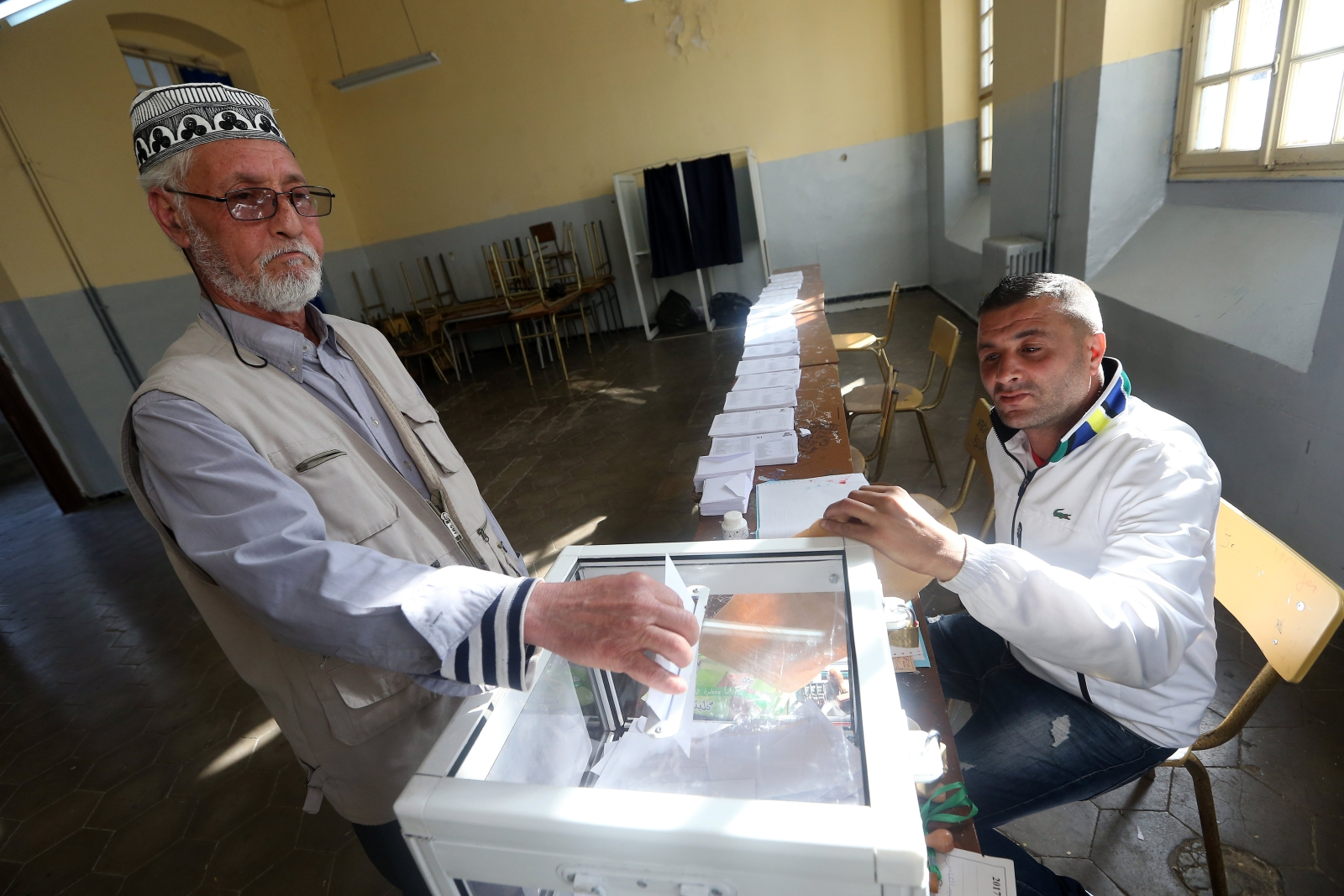 Wybory parlamentarne w Algierii. Fot. PAP/EPA/MOHAMED MESSARA