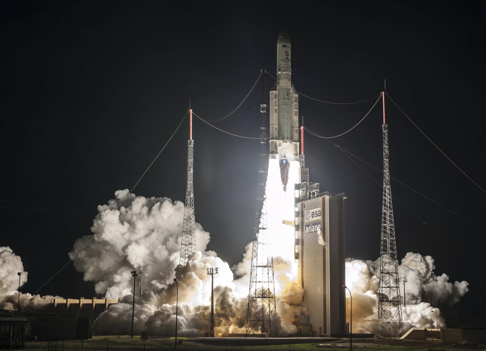 Francuska rakieta wystrzelona z Gujany Francuskiej. Fot. PAP/EPA/CNES/CSG/ARIANESPACE