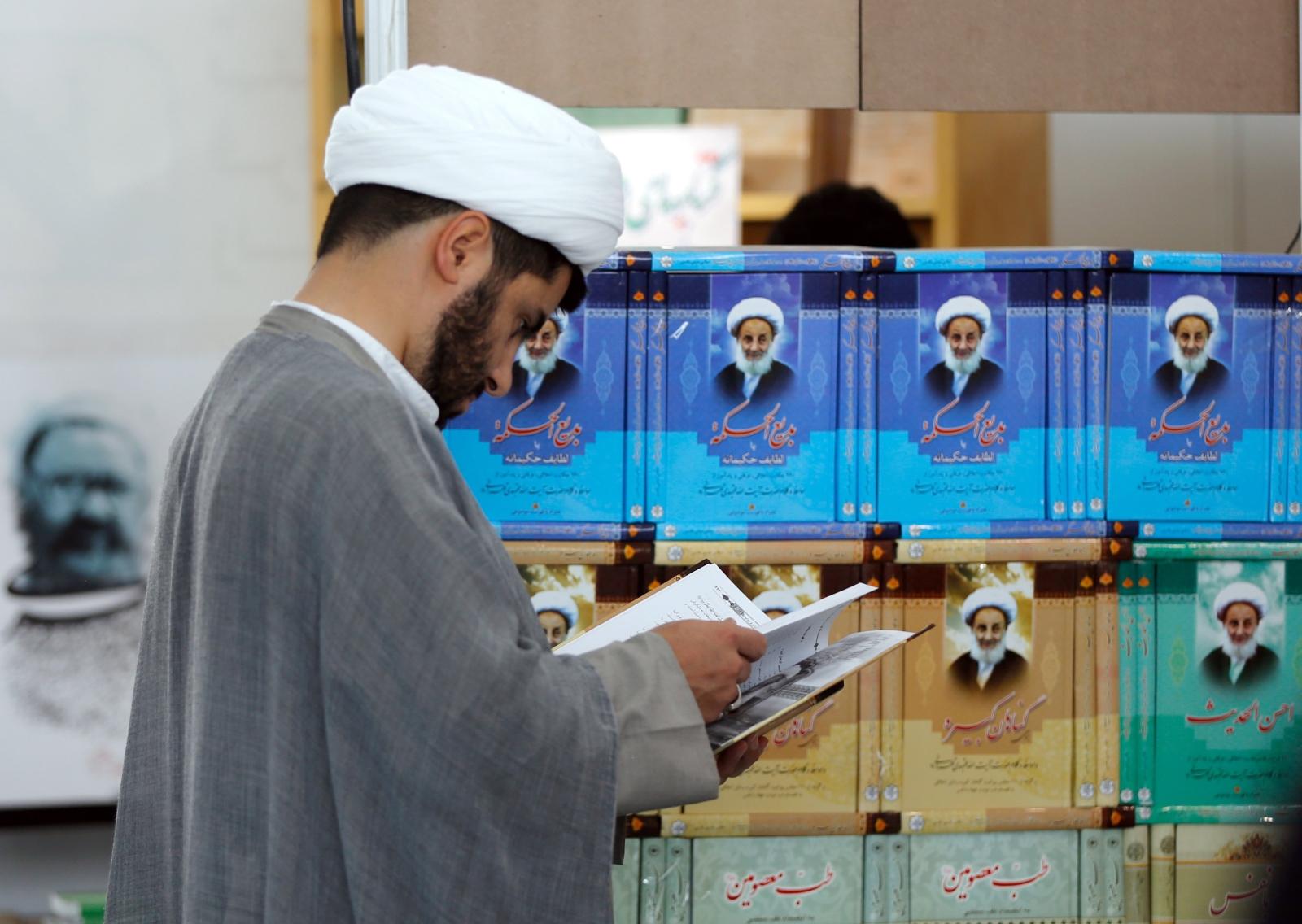 Targi książki w Iranie. EPA/ABEDIN TAHERKENAREH Dostawca: PAP/EPA.