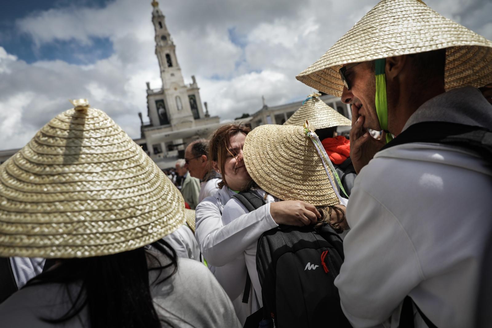 Pielgrzymi w Fatimie. fot. EPA/MÁRIO CRUZ