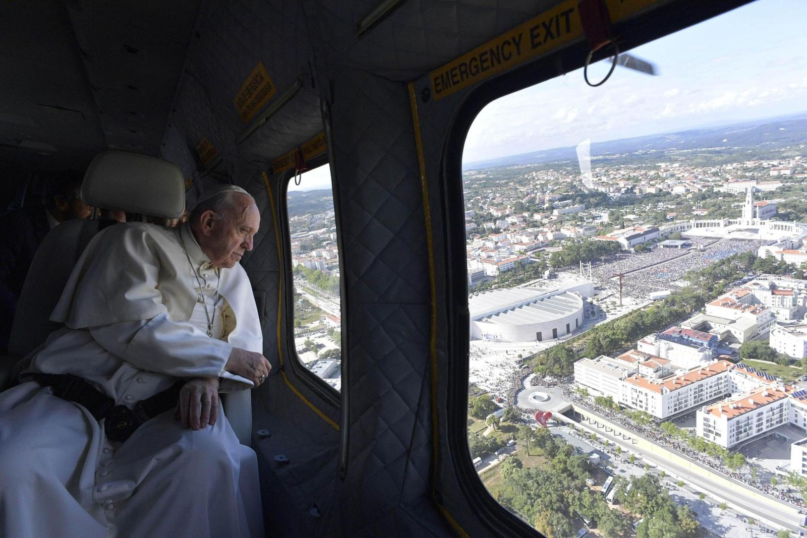 Papież Franciszek w Portugalii. fot. EPA/OSSERVATORE ROMANO