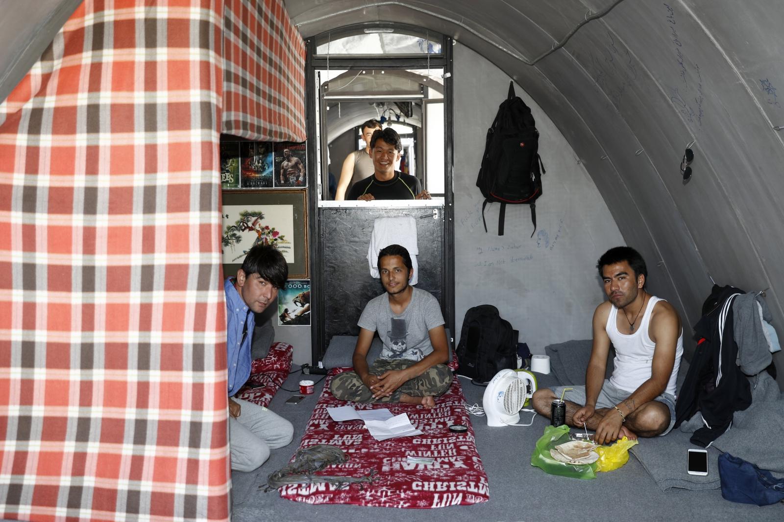Simonetta Sommaruga, członek Szwajcarskiej Rady Federalnej odwiedza obóz dla uchodźców na wyspie Lesbos, Grecja.