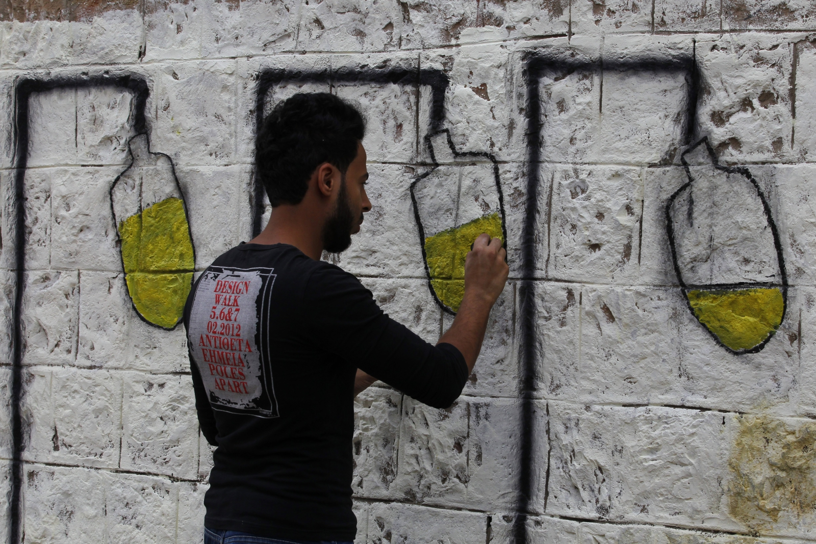 Epidemia cholery w Jemenie skłania artystów do graffiti na ten temat.