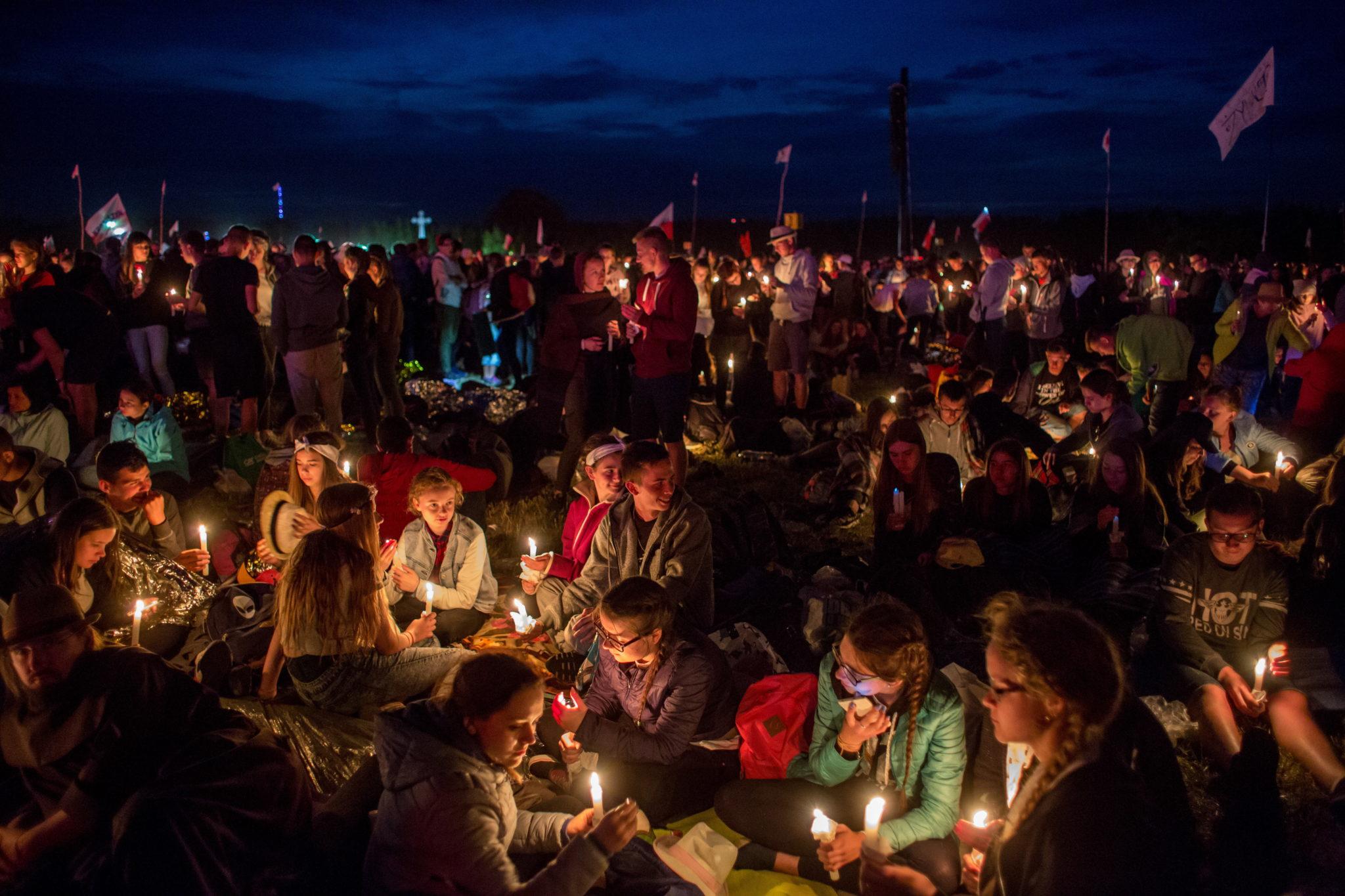 Modlitewne czuwanie młodych na Polach Lednickich