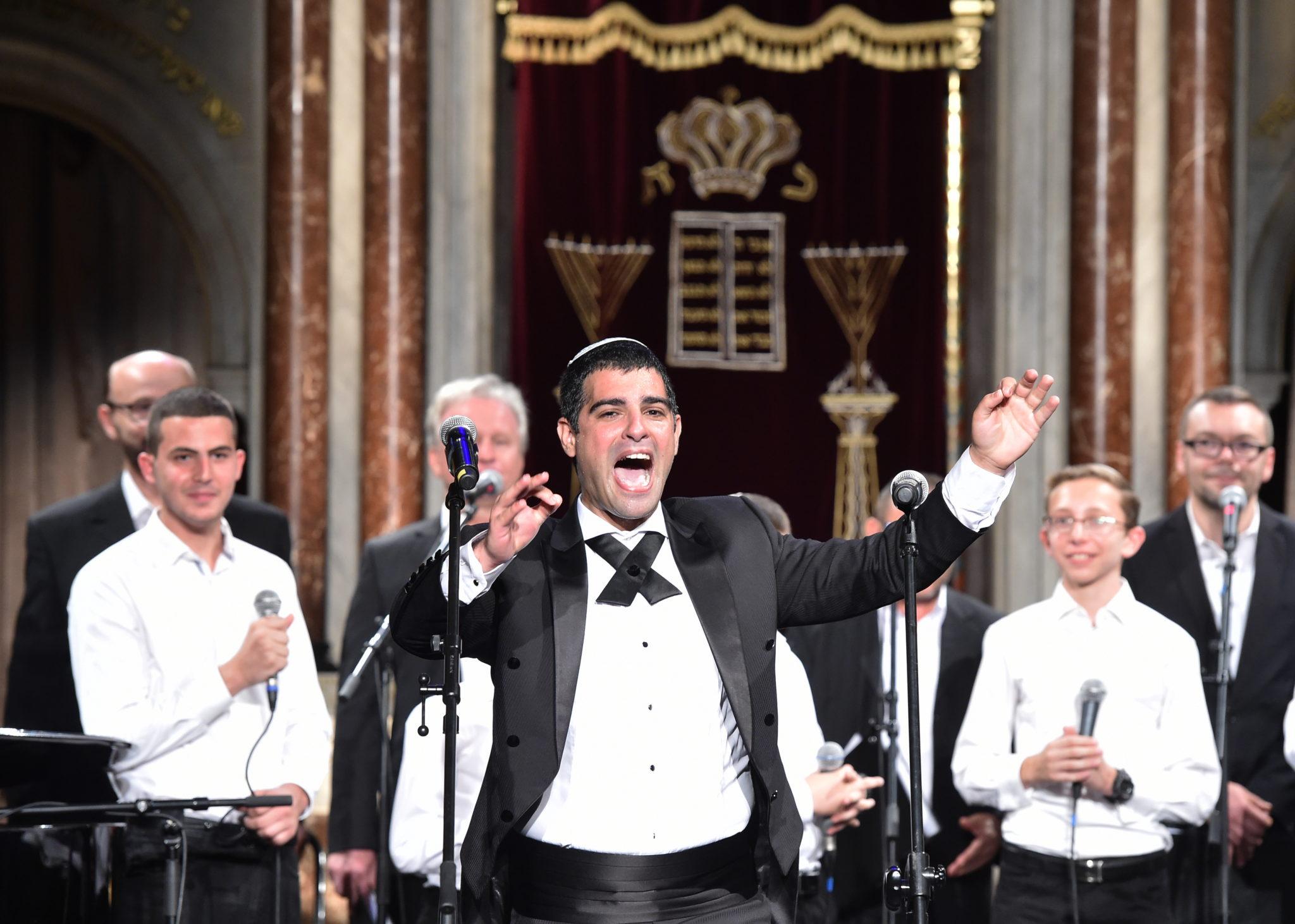 Kraków, koncert kantorów w synagodze Tempel oficjalnie inaugurującego Festiwal Kultury Żydowskiej w Krakowie, fot: PAP/Jacek Bednarczyk