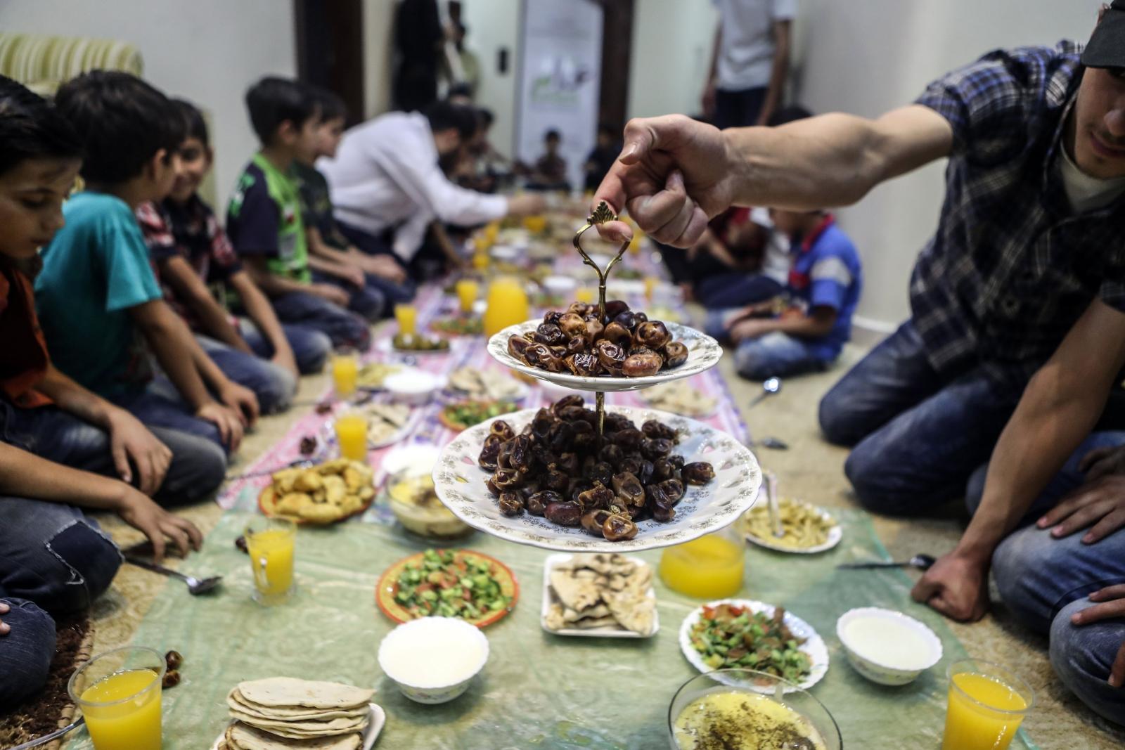 Posiłek w Domu Dziecka na obrzeżach Damaszku.