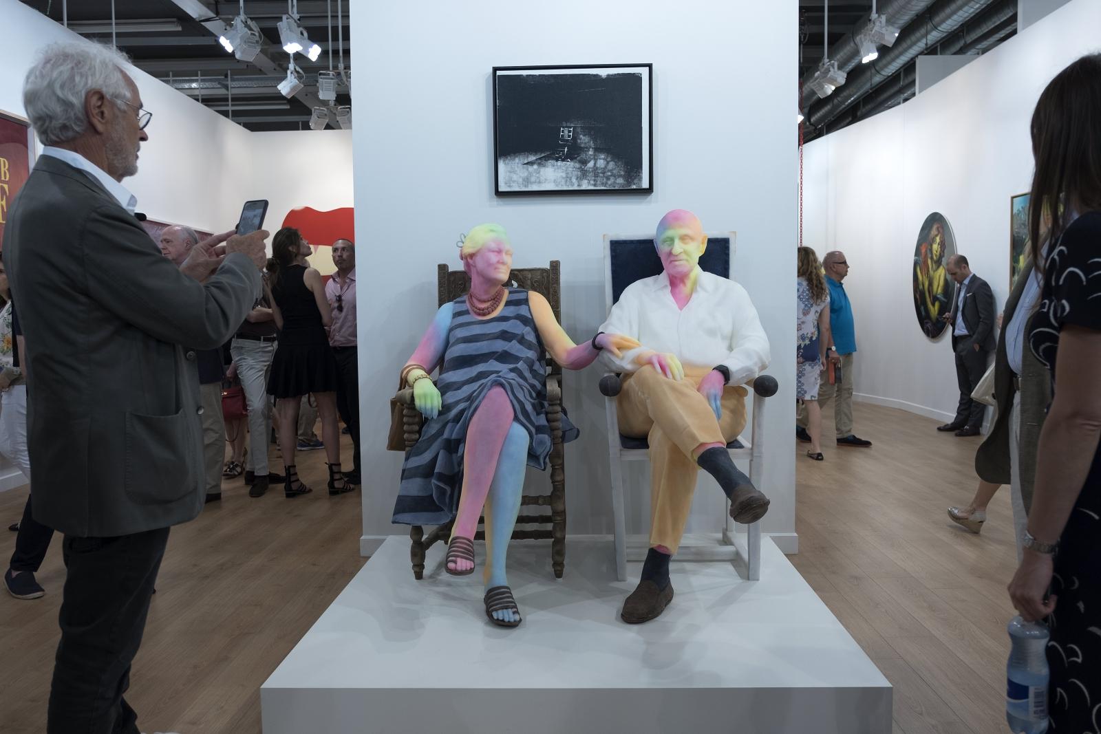 Na międzynarodowym pokazie artystycznym Art Basel w Szwajcarii, znajduje się rzeźba Brunona Bischofbergera i jego żony.