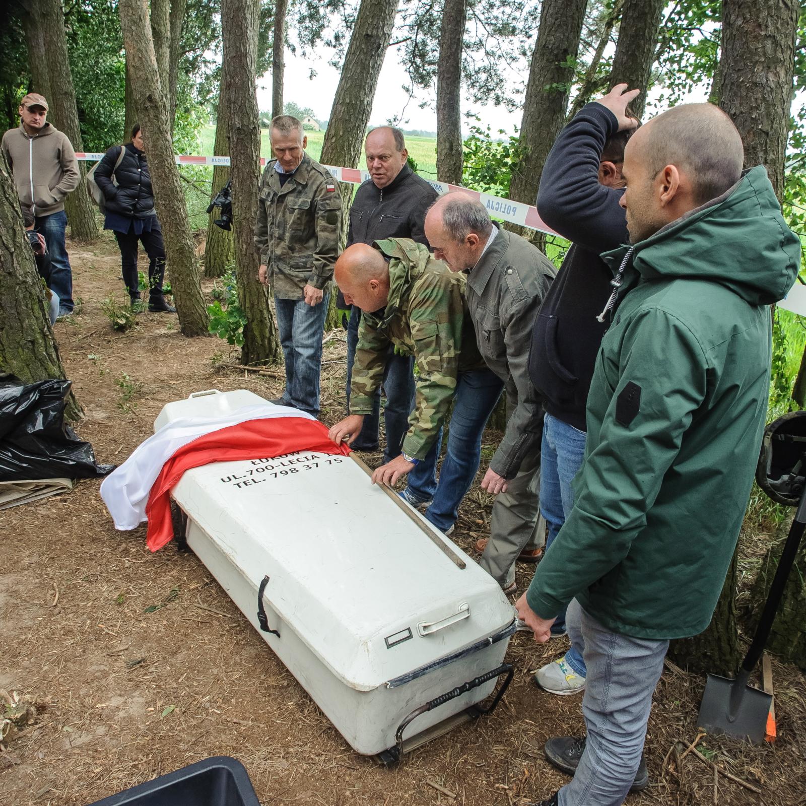 Prace ekshumacyjne przy miejscu pochówku żołnierza wyklętego Antoniego Dołęgi ps. Znicz.