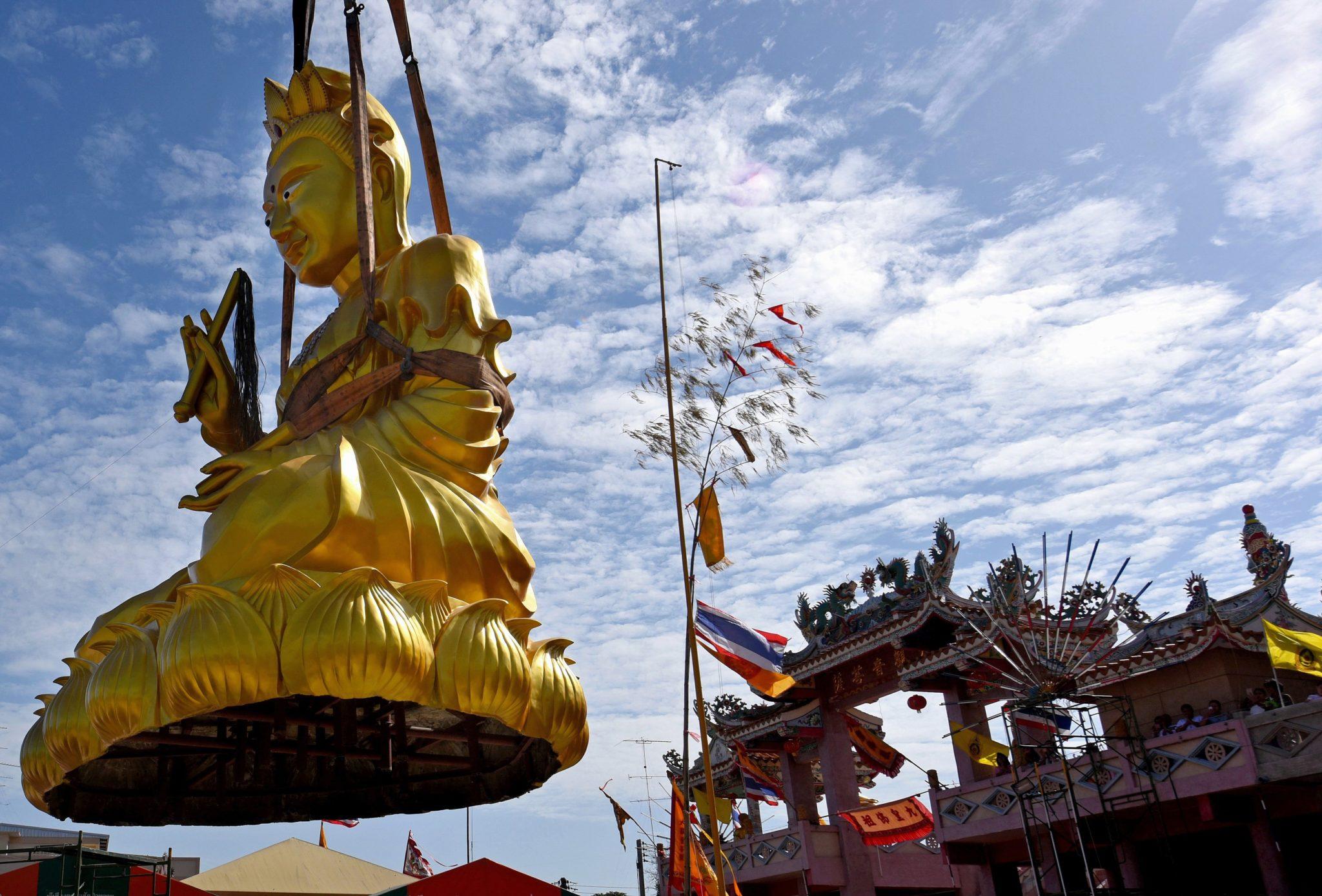 Instalacja chińskiego boga miłosierdzia w Tajlandii