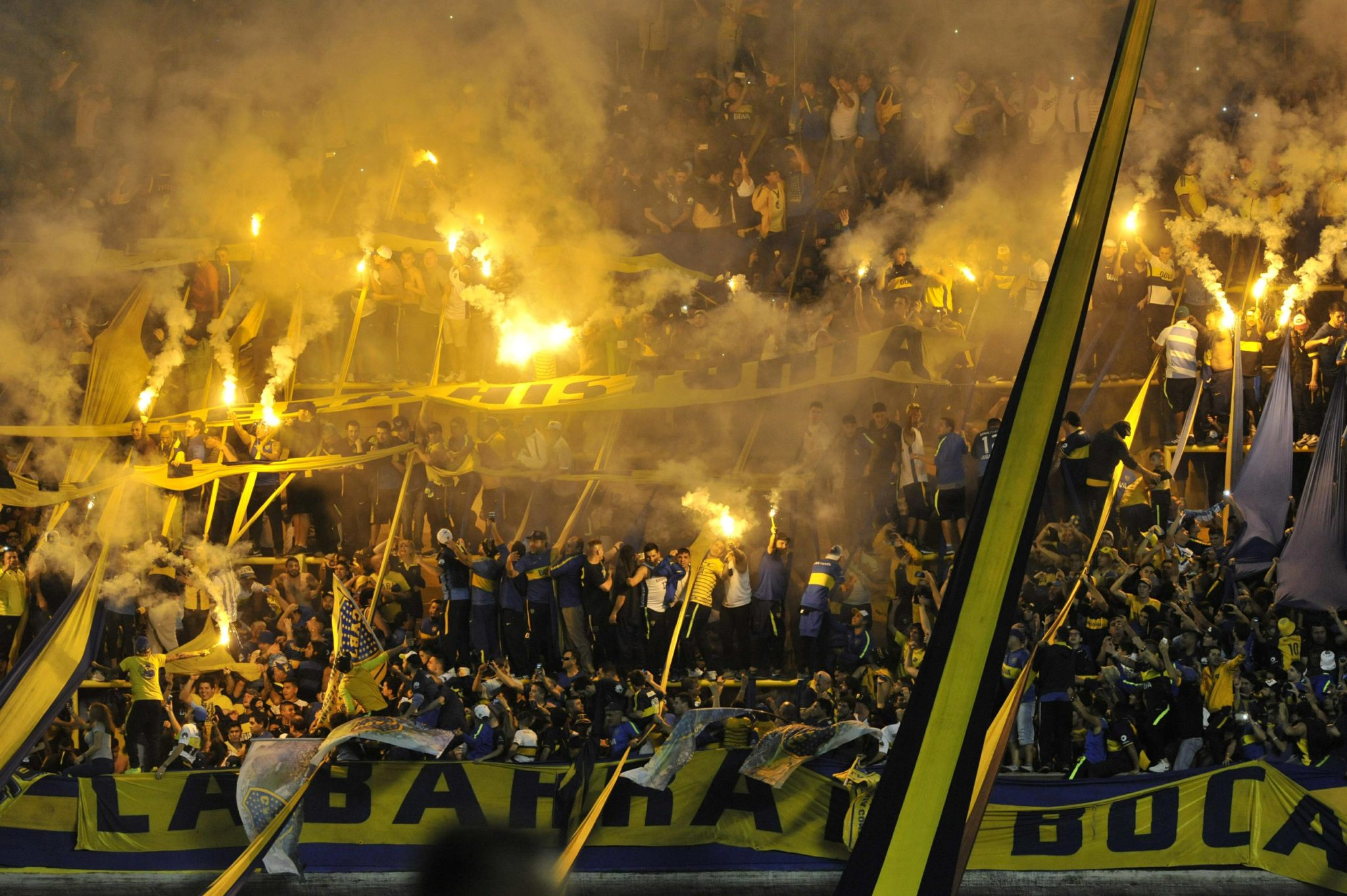 Kibice Boca Junios świętują zdobycie mistrzostwa Brazylii w piłce nożnej