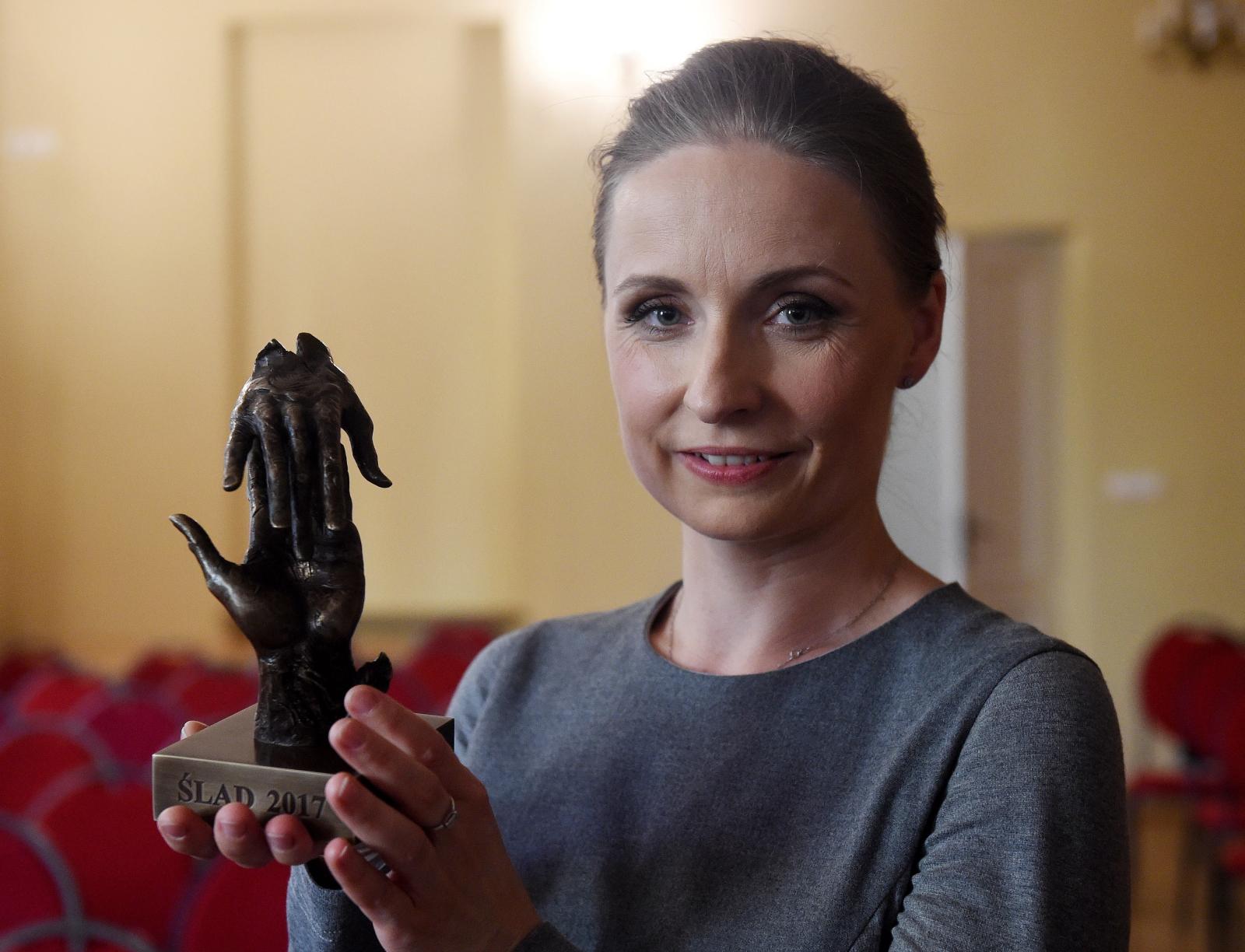 Brygida Grysiak z Nagrodą Dziennikarską