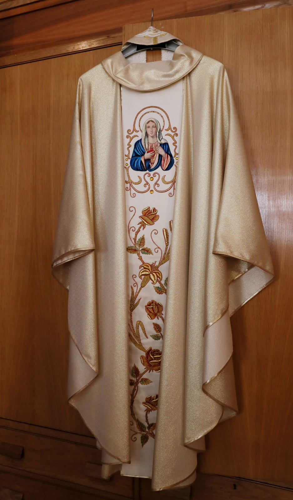 Ornat podarowany przez papieża Jana Pawła II, prezentowany w Polskim Papieskim Instytucie Kościelnym na Via Pietro Cavallini, fot: PAP/Grzegorz Ga³¹zka