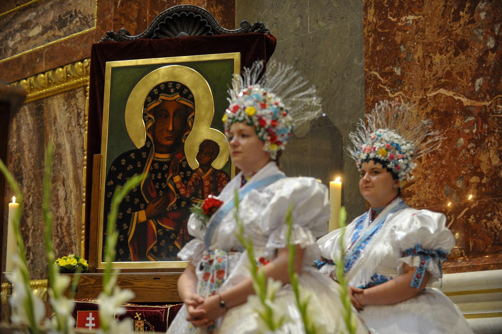 Koronacja kopii obrazu Matki Boskiej Częstochowskiej w Budapeszcie Fot. PAP pt. Karczewski