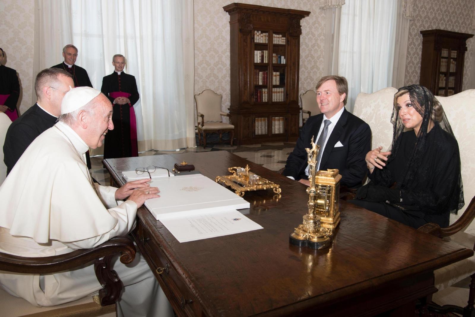 Wizyta holenderskiej pary królewskiej u papieża Franciszka. Fot. EPA/OSSERVATORE ROMANO/HANDOUT  HANDOUT EDITORIAL USE ONLY/NO SALES Dostawca: PAP/EPA.
